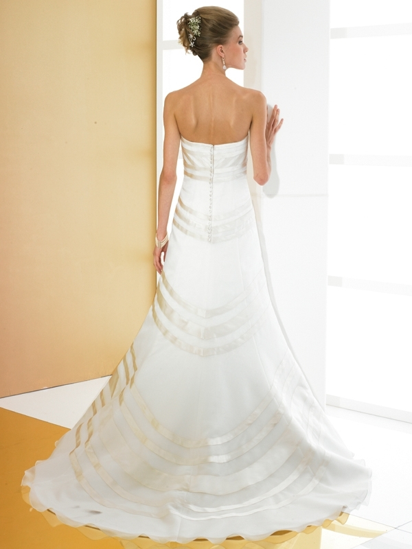 Simply-val-stefani-wedding-dress-s1970-back.full