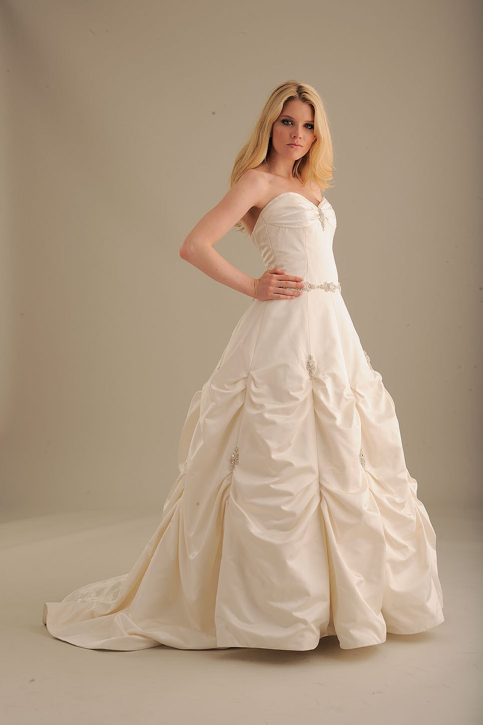 No-ordinary-bride-wedding-dress-840-2.full