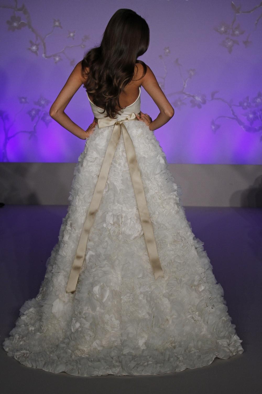 Lazaro-wedding-dress-fall-2010-3056-back.full
