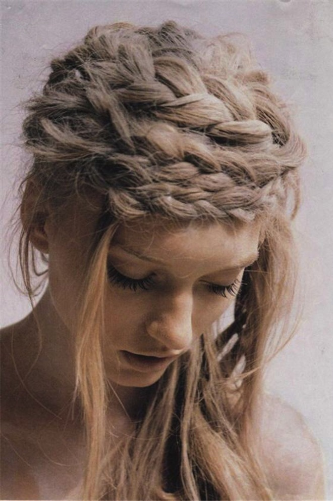 Ugly-wedding-guest-hairstyle-too-many-braids.full