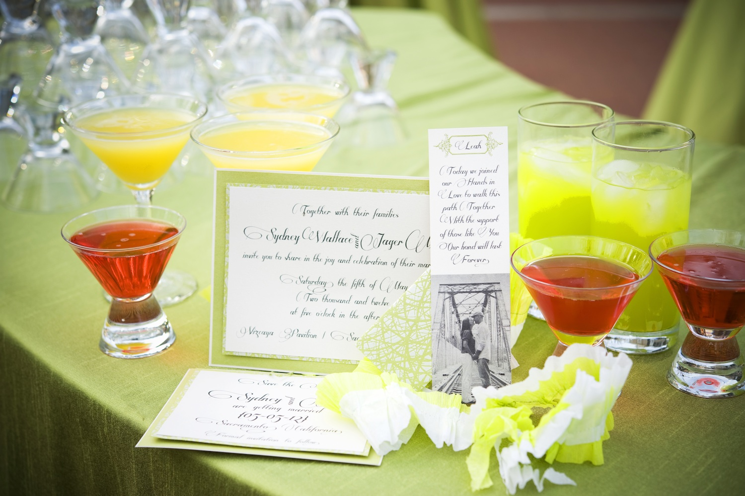 Elegant-garden-wedding-bright-signature-drinks.original