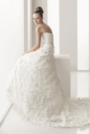 Aire-barcelona-naipe-embroidered-organza-wedding-dress-floral-applique-jeweled-belt-back.full