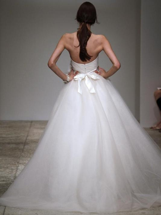 Amsale-ivy-spring-2011-wedding-dress-full-dramatic-ball-gown-tulle-strapless-back.full