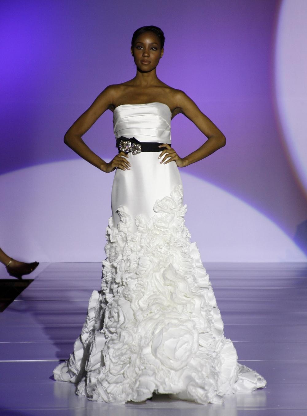 Enzoani-finley-spring-2011-wedding-dress-mermaid-strapless-black-bridal-belt-front.full