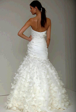 Precious-spring-2011-monique-lhuillier-wedding-dress-strapless-ivory-trumpet-silhouette-back.full
