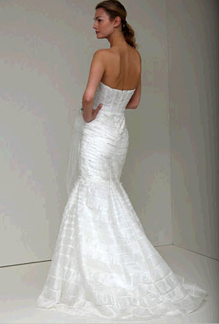 Vanessa-spring-2011-monique-lhuillier-wedding-dress-sweetheart-neckline-drop-waist-trumpet-back.full