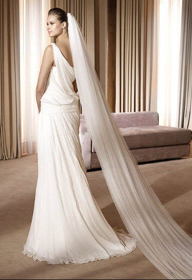 Abril-2011-pronovias-wedding-dress-fashion-collection-one-shoulder-back.full