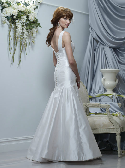 Spring-2011-marguerite-mermaid-champagne-wedding-dress-v-neck-back.full