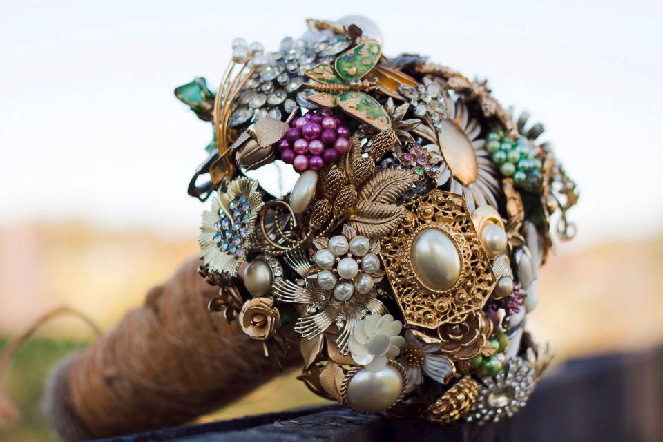 Wedding-flower-alternatives-bridal-bouquets-from-etsy-gold-ornate-brooches.full