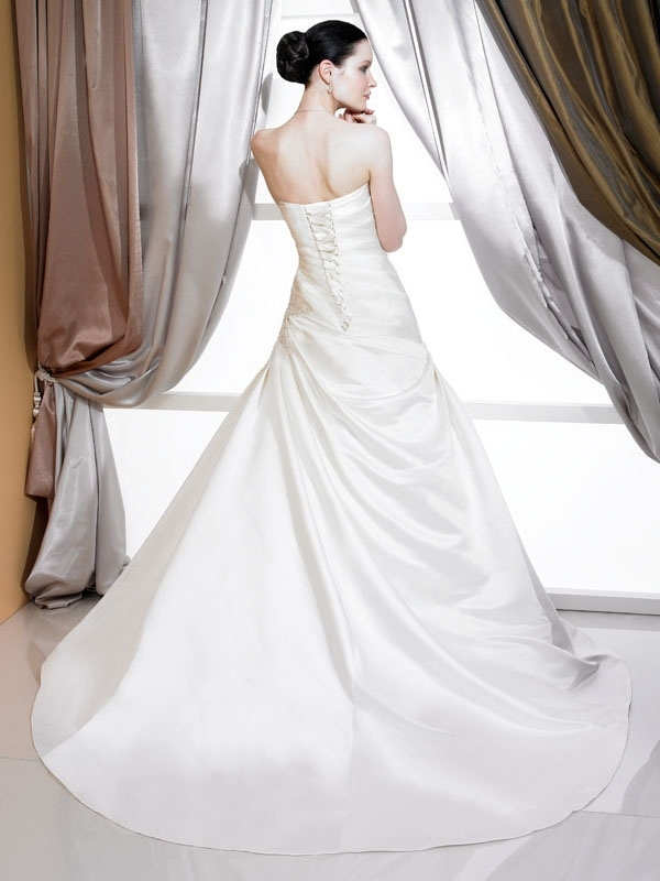 J6162-2011-wedding-dress-classic-ivory-a-line-corset-bodice-stephanie-couture-back.full