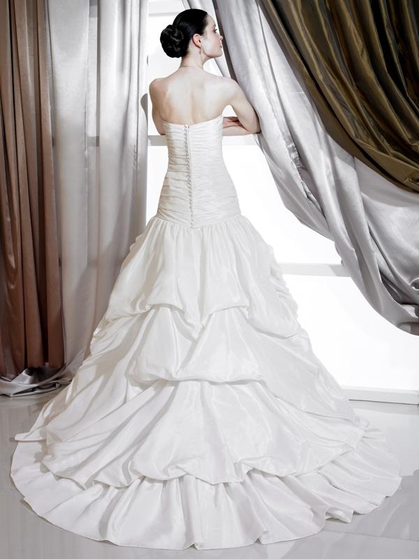 J6179-white-spring-2011-classic-wedding-dress--sweetheart-strapless-lace-skirt-back.full