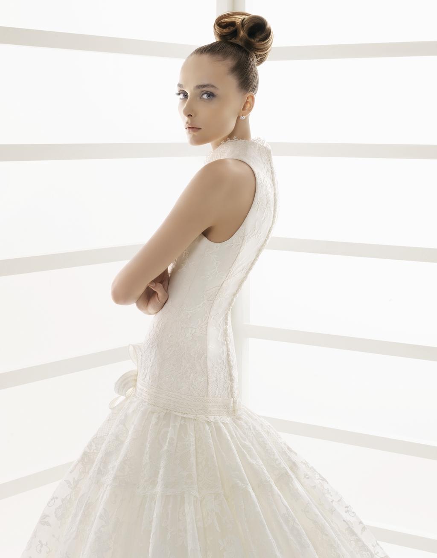 108-edita-2011-wedding-dress-rosa-clara-high-neck-drop-waist-detail-back.full