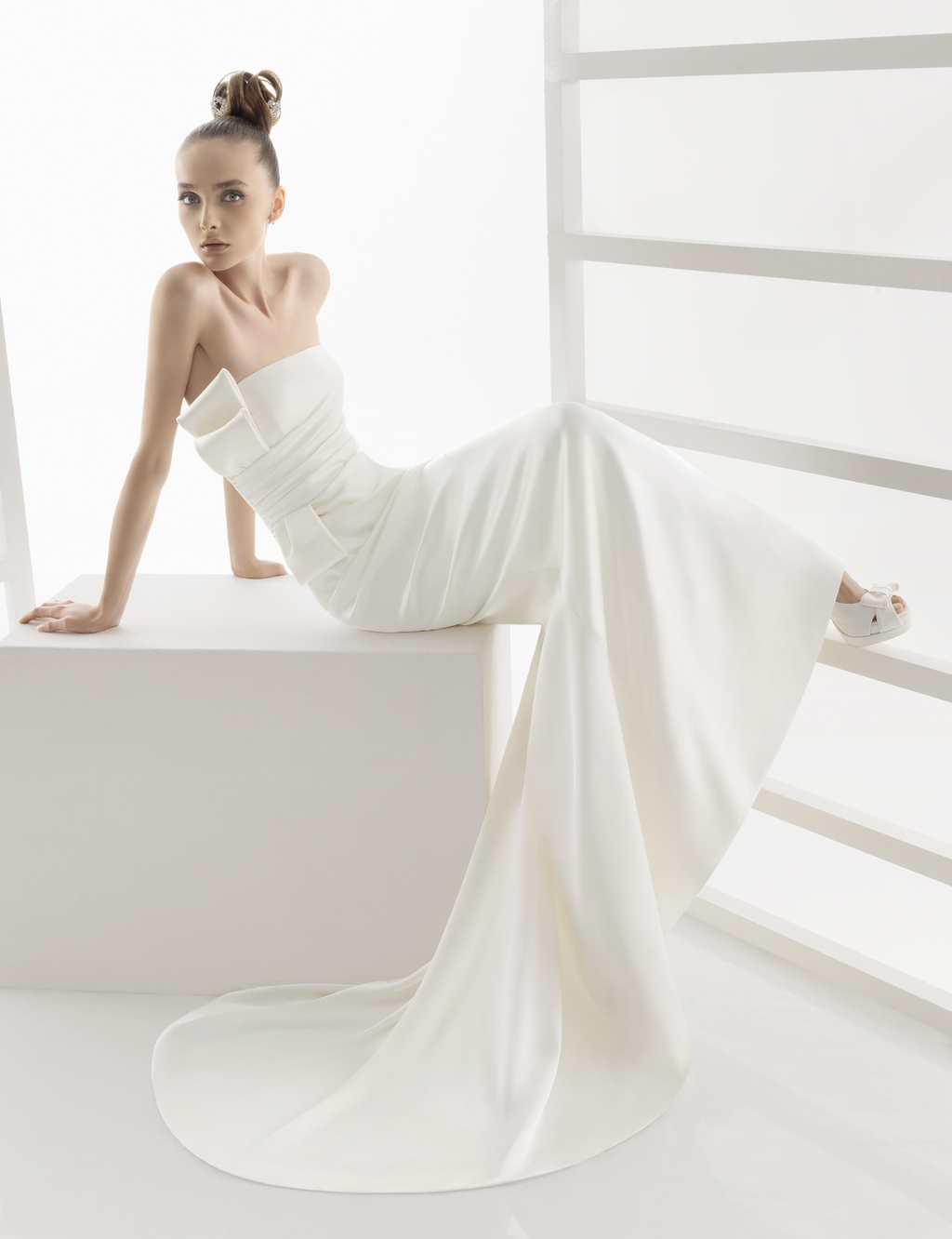 119-elana-rosa-clara-wedding-dress-sleek-white-strapless-side-2.full