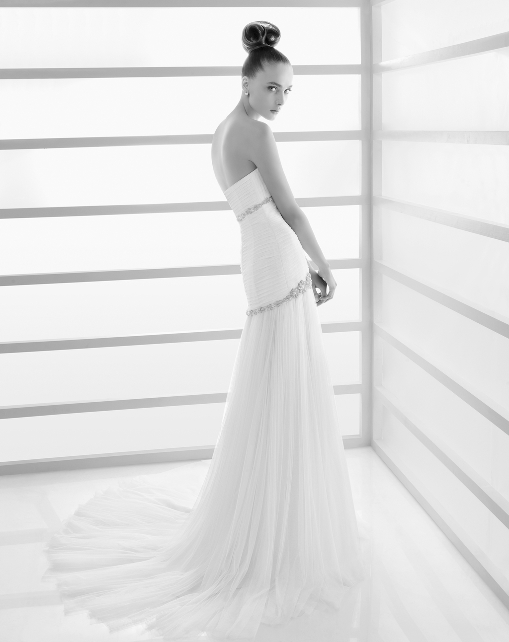 204-eco-white-strapless-drop-waist-rosa-clara-wedding-dress-side_0.full