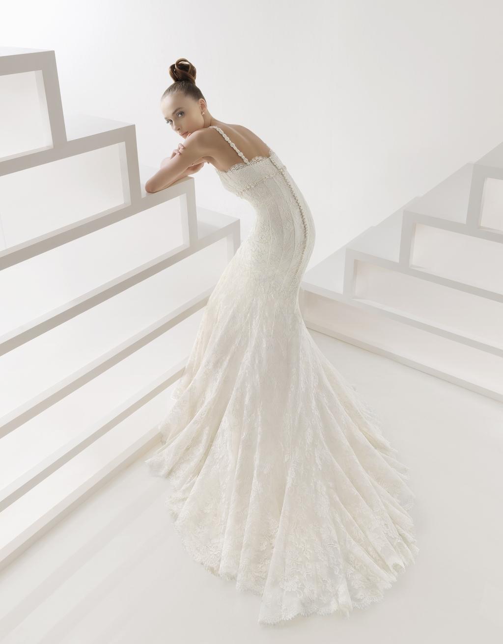 209-edith-lace-mermaid-wedding-dress-2011-rosa-clara-back.full