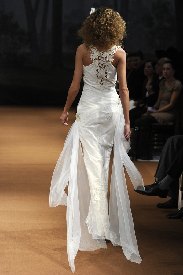 Elwin-2011-wedding-dress-white-claire-pettibone-back.full