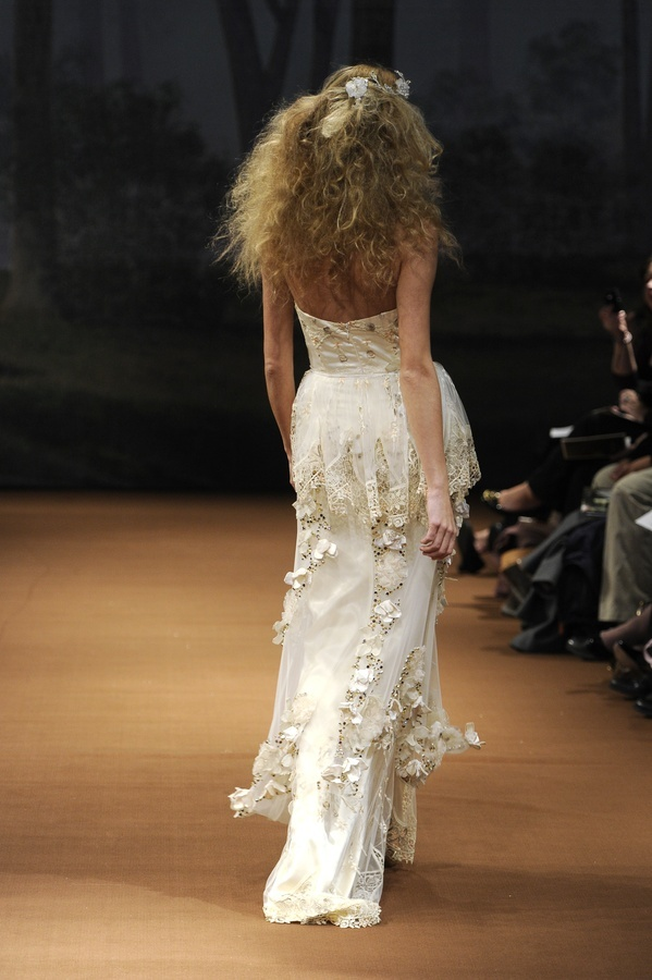 Fauna-spring-2011-wedding-dress-claire-pettibone-back.full
