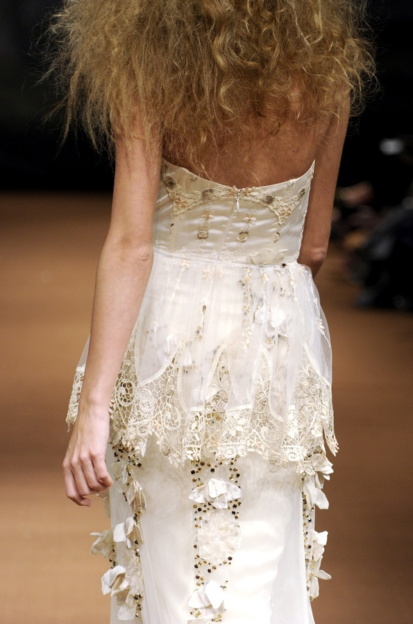 Fauna-spring-2011-wedding-dress-claire-pettibone-back-detail.full