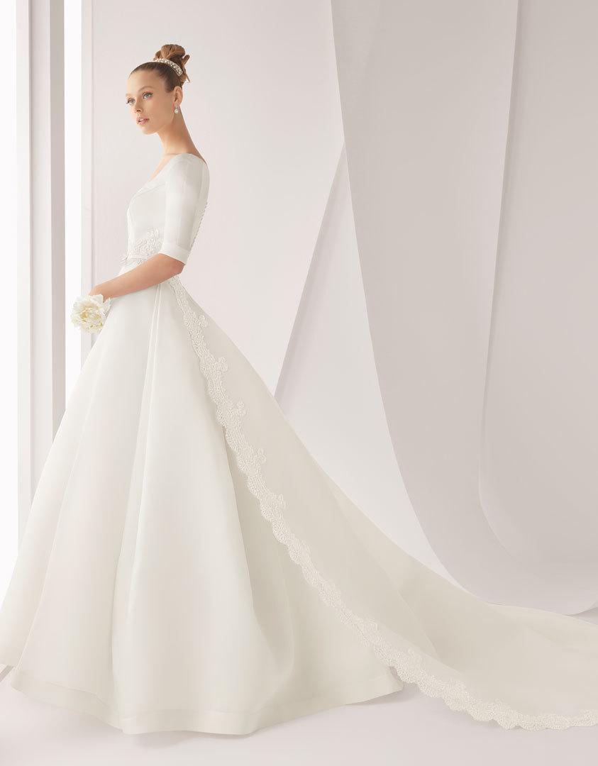Classic-wedding-dress-for-church-ceremony-rosa-clara-bridal-gown.full
