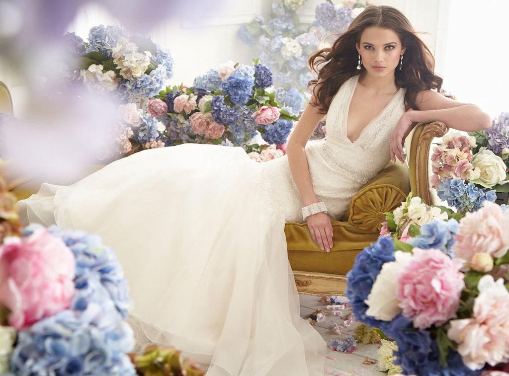 Fall-2012-wedding-dress-jim-hjelm-bridal-gowns-v-neck-a-line.full