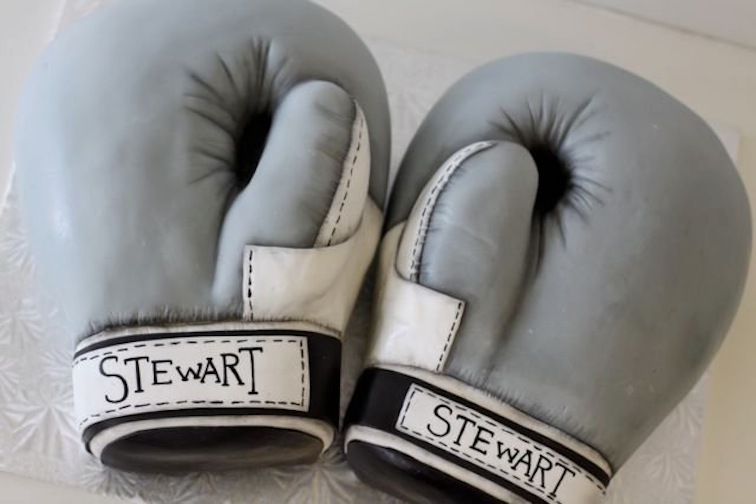 Boxing-gloves-grooms-cake-creative-wedding-cake-ideas.full