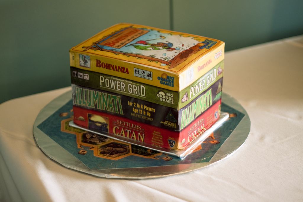 Cool-grooms-cakes-for-gamers.full