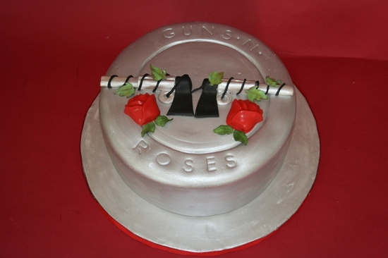 fun wedding cake ideas grooms cakes guns and roses