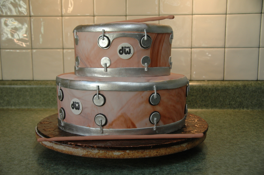 fun wedding cake ideas grooms cakes drum set