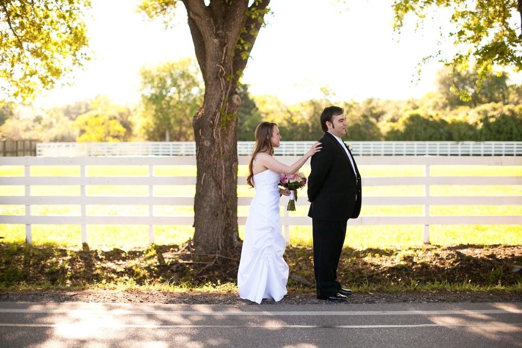Simple-real-wedding-bride-groom-first-look-outside.full