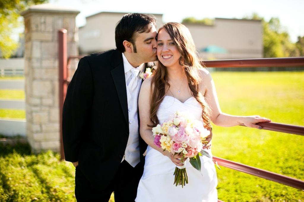 Simple-real-wedding-bride-groom-portrait.full