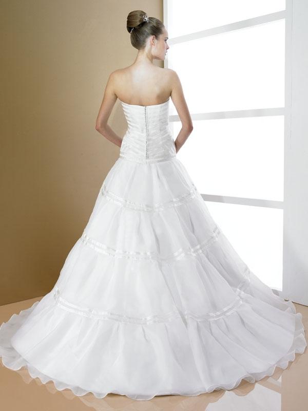 D7992-moonlight-bridal-2011-wedding-dress-strapless-ballgown-ribbon-details-back.full