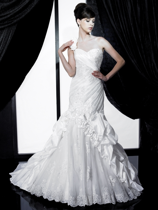 H1132-valerie-couture-2011-wedding-dress-one-shoulder-corset-back-pickup-front.full