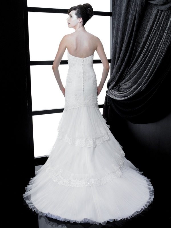 H1136-valerie-couture-wedding-dress-2011-sweetheart-neckline-lace-back.full