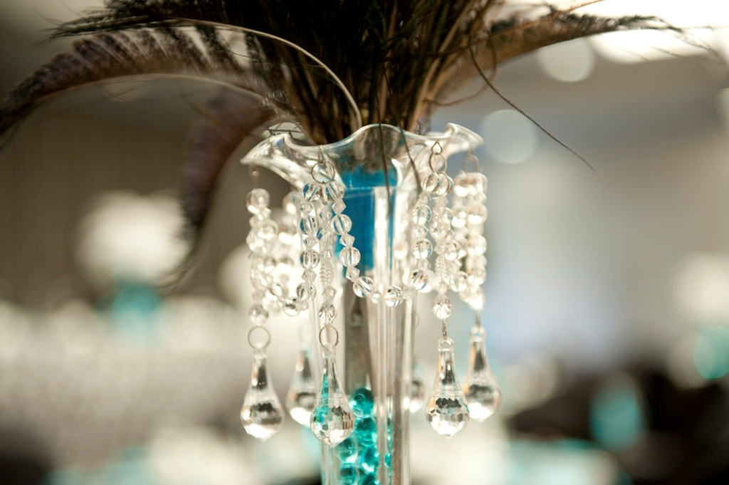 Glamourous-brides-guide-to-wedding-day-style-feather-crystal-centerpiece.full