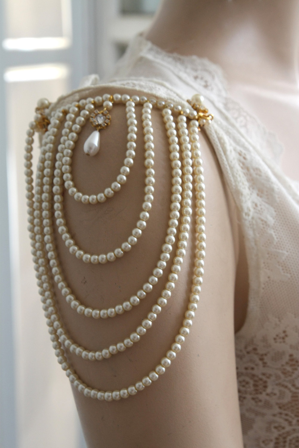 Vintage-wedding-accessories-shoulder-epaulettes-pearls.full