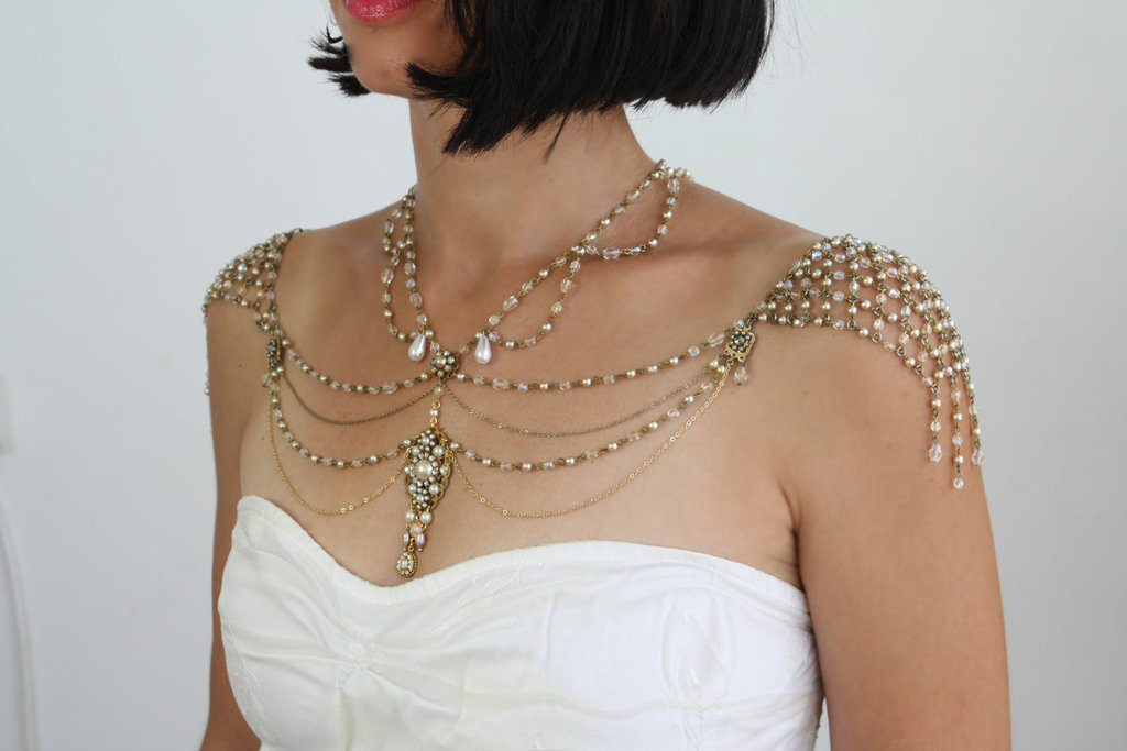 Shoulder-necklace-for-vintage-brides.full