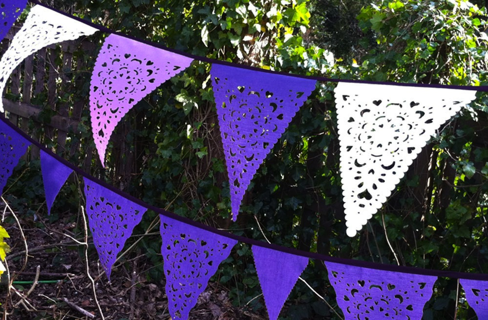 Handmade-wedding-ideas-reception-decor-bunting-banners-purple-white.original