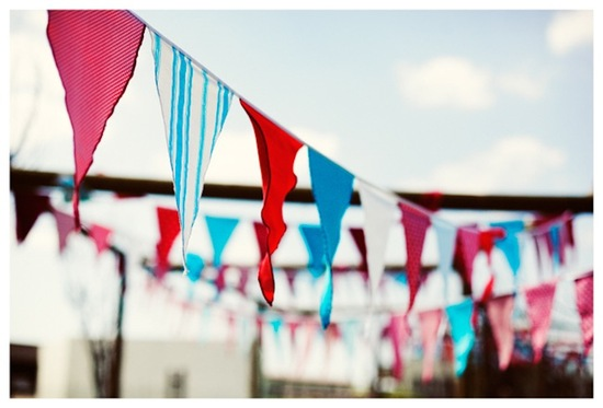 fun wedding decor ideas for outdoor wedding bunting 2
