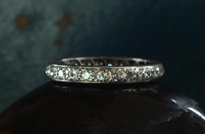 Antique-engagement-rings-for-vintage-brides-wedding-band-2.full