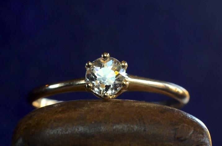 Antique-engagement-ring-for-vintage-brides-simple-setting.full