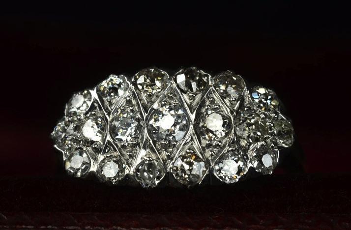 Antique-engagement-rings-for-vintage-brides-1910s-edwardian-cluster.full