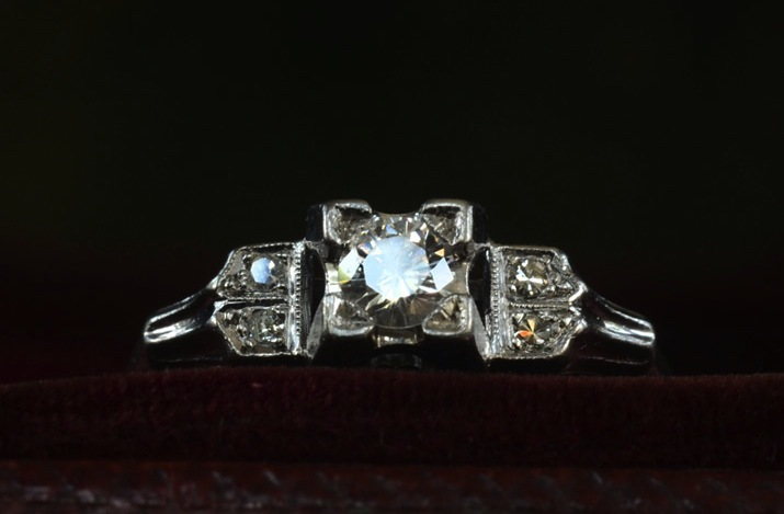 Antique-engagement-rings-for-vintage-brides-2.full