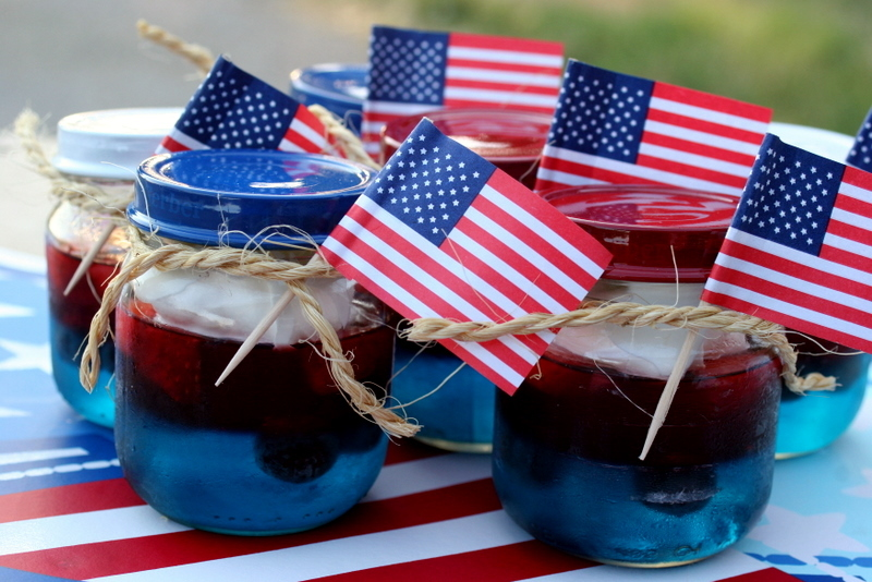 Patriotic-wedding-guest-favors-jello-in-mason-jars.full