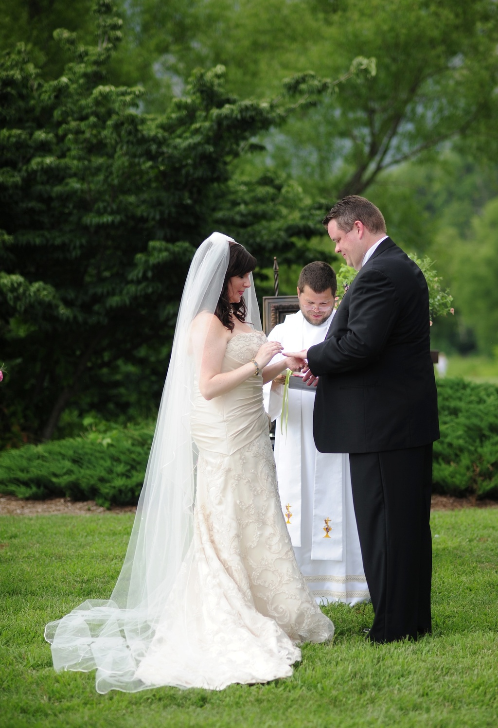 Real-wedding-north-carolina-outdoor-ceremony-vows.full
