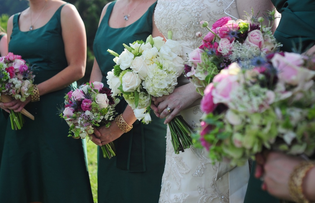 Elegant-outdoor-wedding-north-carolina-bride-bridemaid-wedding-bouquets.full