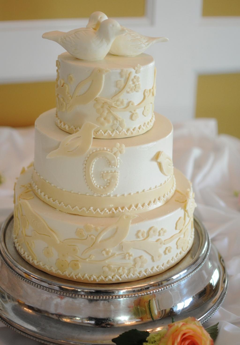 Classic Wedding Cake White Ivory 3 Tier