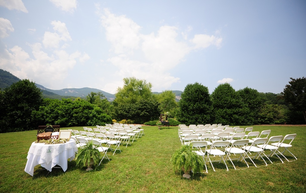 Real-wedding-photography-planning-inspiration-simple-elegant-outdoor-ceremony.full