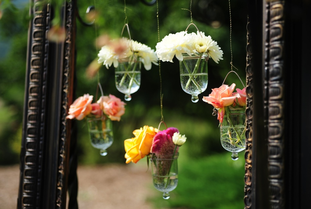 Real-wedding-photography-planning-inspiration-romantic-hanging-flowers.full