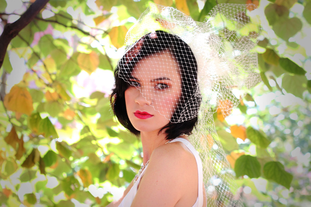 Romantic-bridal-veil-french-net-red-lips-retro-bride.full