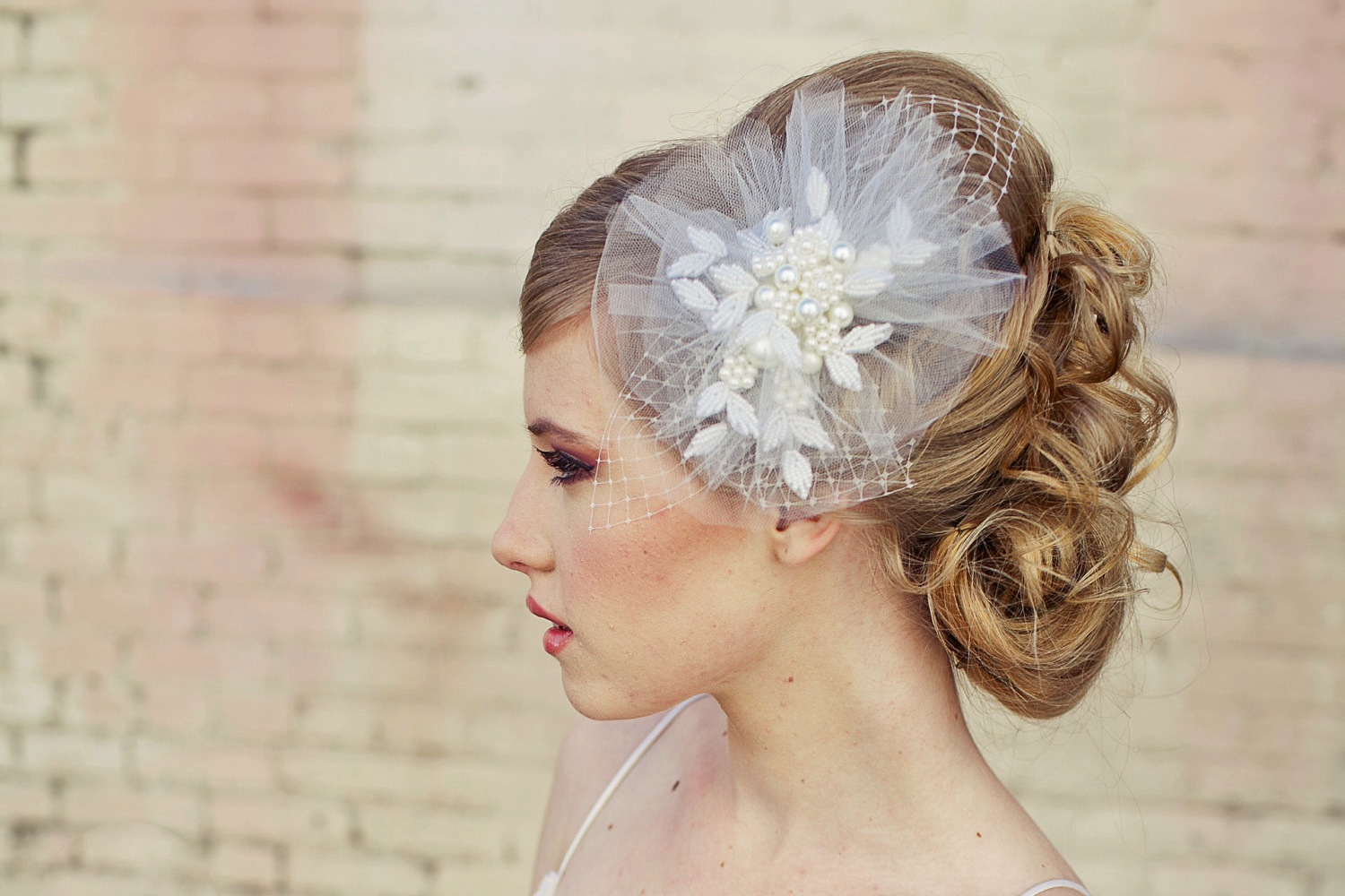Romantic Bridal Veil Wedding Hair Accessories For Vintage Brides | OneWed.com